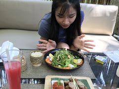 14:21 あまりの暑さに外に出て食事するのを諦め、 ホテルのレストランでの昼食。 なかなか美味しいですよー。