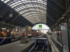 10分ちょっとで、フランクフルト中央駅に到着。近ーい!