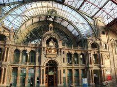 ネオ・バロック様式の重厚な駅舎は「鉄道の大聖堂」とも称され 国の重要文化財に指定されています。  (※駅舎の写真は翌々日の出発時に撮ったものです)