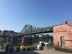 有名な、鉄の橋です。