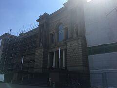 逆光ですみません。もう時間があまりありませんが、次はシュテーデル美術館へ。