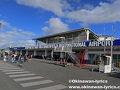 ニューギニア航空で、成田〜ポートモレスビー(パプアニューギニア)〜ホニアラ(ソロモン諸島)〜ポートビラ(バヌアツ)。  https://www.okinawan-lyrics.com/2018/07/vanuatu.html