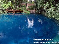 幹線道路を少し入った所にある、ナンダブルーホール(Nanda Blue Hole)。 日本では、ジャッキーズブルーホールとして知られています。 入場料、VT1,000。 すぐ近くにThar Secret Blue Holeの標識がありますが、同じブルーホールで、違いは休憩所が対岸にあることです。  https://www.okinawan-lyrics.com/2018/07/santo-island.html