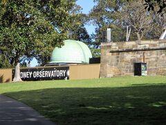 歩いてシドニー天文台へ。