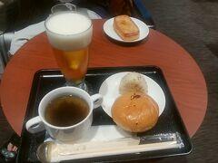 朝ご飯はいつものタダ飯で節約。  まだ4トラ施設登録されてないDPラウンジです。