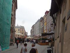 旧市街に入る。