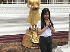 15:51 4箇所目は ワット・マハタート(Wat  Phramahathat  Rajbovoravihane) さっそく、仏像の前での記念撮影