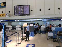 那覇空港でチェックイン手続き ここからは海外発券の一部なので、自動機では対応できません(^_^;)