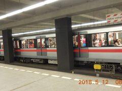今日は最初に地下鉄で市南部のヴィシェフラドに行きます。