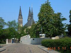 しばらく歩くと聖ペテロ聖パウロ教会が見えてきました。