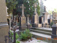 しかしドヴォルザークやミュシャのお墓が見つかりません。