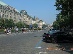 プラハに戻ってきました。ヴァーツラフ広場から新市街、旧市街を通ってプラハ城に向かいます。