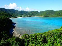 奄美大島のほぼ南端の「マネン崎展望所」に着きました この時は,翌日,シーカヤックでこの岬をぐるっと周って,写真奥に映ってるキレイなビーチに上陸するとは知りませんでした…