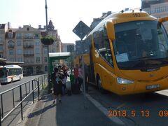 9:45 カルロヴィ・ヴァリの市内バスターミナルに到着です。
