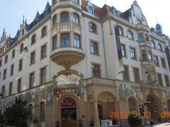 ホテルはバスターミナルに近いグランドホテル アンバサダー ドゥム カルロヴィ・ヴァリ です。