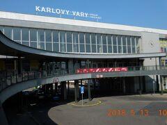 その前に明日のプルゼニュ行のバスをチェックしておきます。バスはホテルから徒歩10分のカルロヴィ・ヴァリ・ドルニー駅のバスターミナルから出ます。
