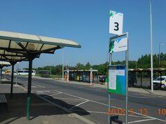 乗り場は駅舎の向こう側でした。