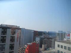 7月19日午前10時。ホテル日航福岡のお部屋から。 この日も朝からとても暑くなっています。