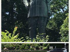 西郷どんゆかりの地を巡る半日観光をします。 まずは西郷どん銅像です。