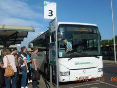 8:20 カルロヴィ・ヴァリのバスターミナルから出発です。チケットはドライバーから買います(98Kc)。