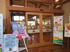 内扉を開けて、館内へ。  温泉、レストラン、売店がございます。