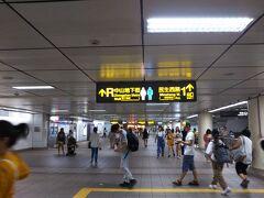 17:37  ホテルを出てオフ会に向かいます。中山から雙連まで一区だけ捷運に乗りました。