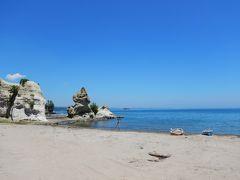 家族連れが2組ほど遊んでいる以外は人気のない静かな海岸でした。ここも贅沢な空間。 続きは能登半島ドライブ後半へ。