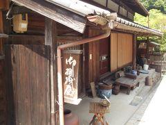 石川家「お羽織屋」 「家康公が当家に豊臣秀吉ゆかりのお羽織を見物に来た記念に「茶碗」を寄贈されたというものであり現在も保存されている。」  …そうですが、現在は諸事情で内部は見られないらしいです。