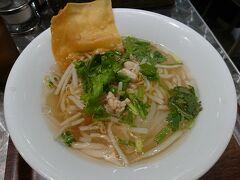 おはようございます~ この日は7時半頃に東京駅に到着 朝ごはんはグランスタのマンゴツリーで『センレック ナーム』(生米麺) 平日の朝限定(7:00-10:00)で、ワンコイン! ボリュームもしっかりあるのに500yenはとってもお得♪  mango tree kitchen GRANSTA 食べログ:https://tabelog.com/tokyo/A1302/A130201/13143854/ ◇センレック ナーム 500yen