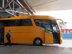 15:05 Student Agency社のRegio Jetに乗車しチェスキークルムロフを後にして15:35にチェスケー・ブディェヨヴィツェに到着しました。バスの胴体に「フルサービスです!」