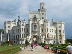 歩いて10分ほどでフルボカー城に到着。美しいネオゴシック様式はイギリスのウィンザー城をモデルにしたそうです。