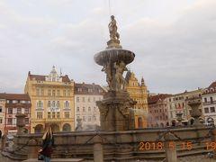 広場の中心に18世紀に建てられたサムソンの噴水