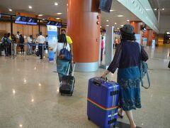 8:00発の国内便だったので、朝食をとらずに国内線空港に