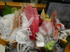 ホテルにチェックインしたら、夕食です。 松山に毎年観光に来る方に教えていただいた日本食のお店で、おいしい鮮魚に舌鼓。