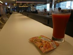 今回の出張先は愛媛県。 羽田から松山空港まではANAで向かいます。 搭乗手続きを済ませたら、ラウンジで朝食。 買ってきたサンドイッチをトマトジュースで流し込みます。 仕事前なのでビールは我慢です。
