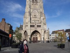 こんなにまだ明るいですが、既に夕方5時を過ぎていたので、聖母教会堂の内部の見学は出来ませんでしたが、自分1人でベルギーに来たとしたら絶対に来る事なかったと思われるTongerenという街を訪れることが出来て良かったです。