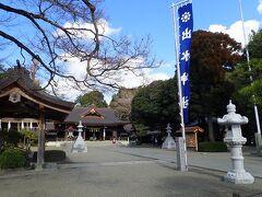 園内には細川家代々の藩主を祀った出水神社があります