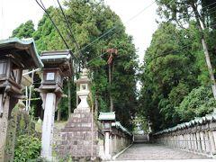 ここ宝山寺はかつて生駒新地と呼ばれ(今もか)、遊郭で栄えた門前町。 もう末期ではあるが、実は今も現役遊郭。 高齢化と人手不足で衰退してるらしいが、置屋や、検番が置かれ、花街として一世を風靡したのだとか。 詳しくは、Google先生に聞いておくんなまし。