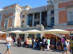 マドリードを訪れた時には やはりここは外せませんね。  この時間になってもまだまだ日は高く ヨーロッパの夏の日の長さは 旅行者にはありがたいです。  お客さんの入場券を買い求める列も長く伸びていました。 私たちは「プラド美術館」「ティッセン ボルネミッサ美術館」 「ソフィア王妃芸術センター」の3館割引入場券を 持っておりましたので列に並ばずに即入場することが できました。