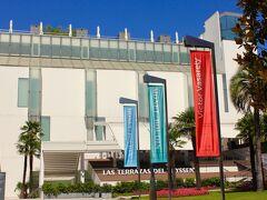 「テッセンボルネミッサ美術館」に やって来ました。  この旅でマドリードは3度目ですが いつも「プラド美術館」や「王宮」 「ソフィア王妃芸術センター」を 優先することとなり 訪れたことがありませんでした。  ここで「プラド美術館」「ティッセン ボルネミッサ美術館」 「ソフィア王妃芸術センター」の3館割引入場券を 買いました。29.60Euro(3,900円余)