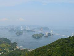 来島海峡と、来島海峡大橋。  今治と大島を結ぶ約4kmの吊り橋。来島海峡大橋は3つの吊り橋の総称。 狭い海域に複雑な地形、昨日訪れた鳴門海峡と共に海の難所。潮の流れが遠目にもはっきりと見える。