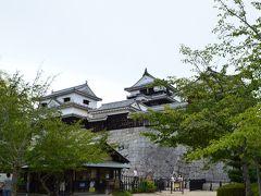 そんな、一言では語りつくせない歴史とともに、 黒船来航の翌年に落成した江戸時代最後の完全な城郭建築、 「現存12天守」松山城!