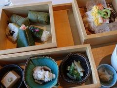 ちょうどお昼になりました。 気温も35度くらいまで上がってきた模様。  柿の葉寿司をいただいて、奈良の観光は終了。