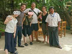 この後昨日行ったアーナンダ寺院に行き詳しい説明を聞いて14時前にツアー終了。 オーストリア、ドイツ、ミャンマー、ジャパニーズで楽しく終えました! TIP @ 10,000Kyat(750円)/2per