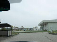 1022 ニッポンレンタカー能登空港営業所は空港にある.出発