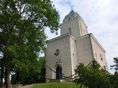 スオメンリンナ教会も、朝早くて、扉は閉まったままだった。 塔のてっぺんは、現役の灯台。