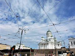 トラムに乗るため、ヘルシンキ大聖堂まで戻ってきた。 トラムの路線が合流する地点では、電線があやとりのようになっていた。