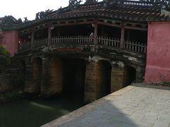 日本橋は観光客でいっぱい。