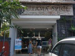 マハギリでは、サヌール内は無料で送迎してくれます。 ウタマスパイスにお買い物に来ました。