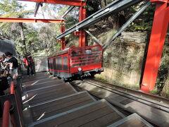 次は同じく世界遺産のブルーマウンテン国立公園。 シーニックワールドのレイルウェイ。 世界で最も急勾配(52度)のトロッコ列車になります。